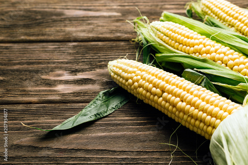 corn cob, wooden background, top view, agriculture - 207934877