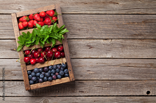 Fresh summer berries box - 207964296