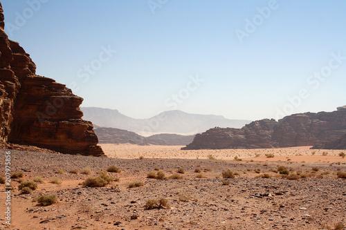 Canvas Blauwe hemel Lointains univers du Wadi Rum - Jordanie