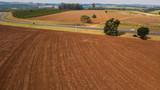 terreno arado - 207978241