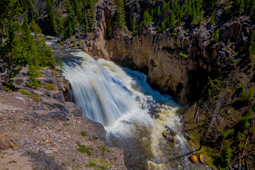 Outdoor view of the lower Falls on the Yellowstone River in Yellowstone National Park, Wyoming © Fotos 593
