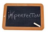 Lettres barrées du mot imperfection pour faire perfection - 208063280