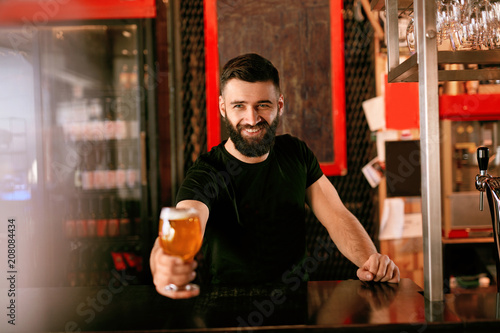 Foto Murales Craft Beer. Man Holding Glass With Beer In Pub