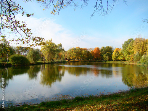 Aluminium Herfst Beautiful autumn view with a pond
