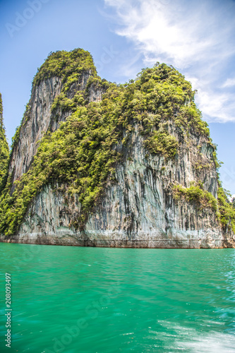 Fotobehang Tropical strand Khao Sok National Park, Cheow Lan Lake, Thailand