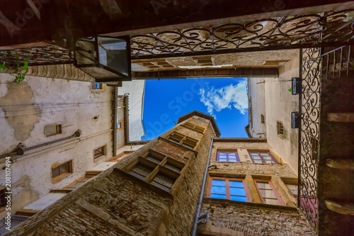Leinwanddruck Bild Old medieval courtyard Traboules in Lyon France