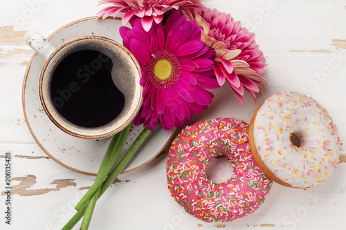 Wall mural Coffee cup, donuts and gerbera flowers