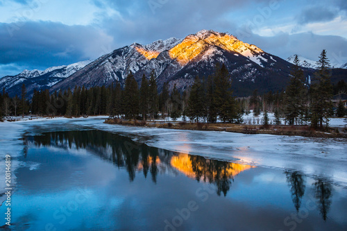 Fotobehang Zonsopgang View at a mountain reflection in the river at sunrise in Banff Rocky Mountains