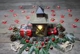 Laterne mit vielen Geschenken - 208147655