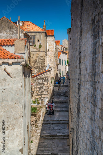 Fotobehang Smalle straatjes Steps in old town Dubrovnik, Croatia