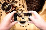 Invito social a condividere la pausa caffè. - 208276248