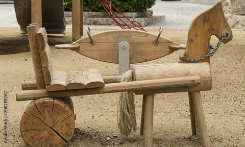 Foto Murales Juegos de madera situados en un parque infantil donde juegan los niños.