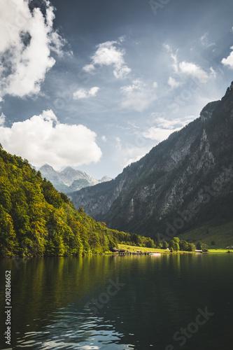 Leinwanddruck Bild Königssee mit Alm