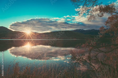 Fotobehang Cappuccino Autumn in Lake Hayes, Queenstown New Zealand landscape