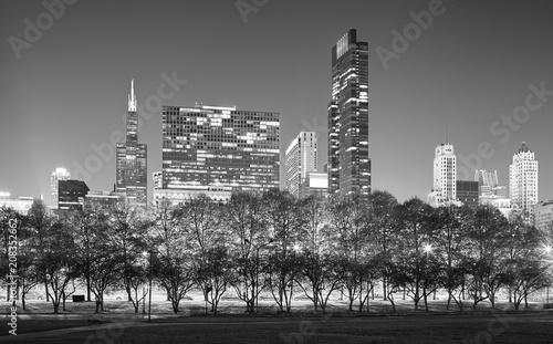 Fotobehang Chicago Black and white picture of Chicago skyline at night, USA.