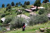 Jeune femme sur l'île de Taquile