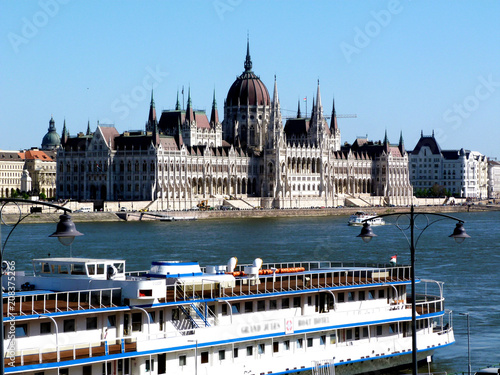 Fotobehang Boedapest Budapest Parliament along the Danube in Hungary
