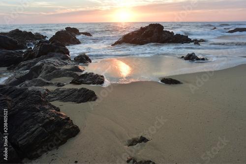 Fotobehang Zee zonsondergang Pacific Ocean sunset waves and water reflection