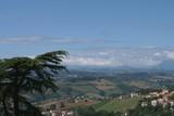 Marche,Italia,monti Sibillini,collina,campi,agricoltura,paesaggio,cielo,nuvole,veduta