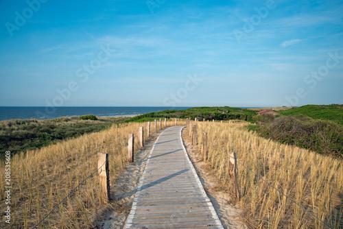 Fotobehang Noordzee Holzpfad zum Strand aus der Nordseeinsel Langeoog hohe Auflösung für Leinwand- oder Posterdruck geeignet!
