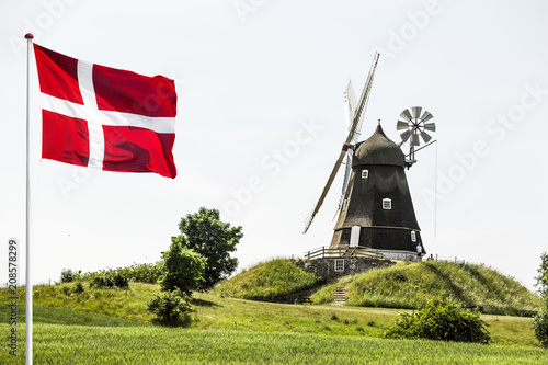 Leinwanddruck Bild Windmühle in Dänemark