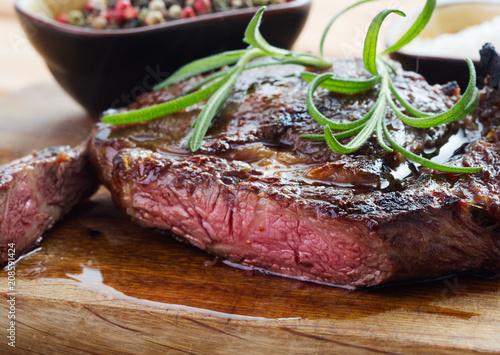 Aluminium Steakhouse medium roast steak on wooden background
