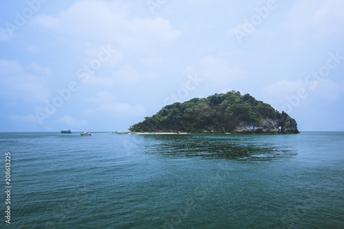 Fototapeten Strand Lanscape view of island in Thailand with blue water and sky