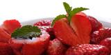 Rote Erdbeere und grünes Blatt Pfeferminze - 208626475