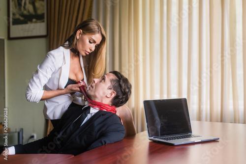 Leinwanddruck Bild Woman strangle male at office