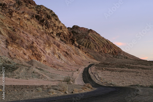 Fotobehang Diepbruine Artist's Drive in Death Valley National Park.
