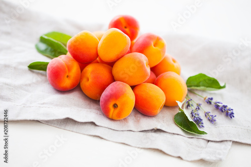 Foto Murales pile of fresh apricots
