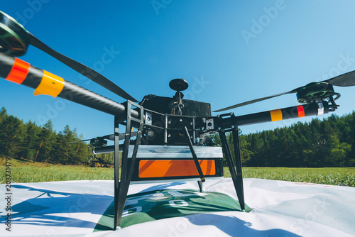 Fototapeta drone carrying package