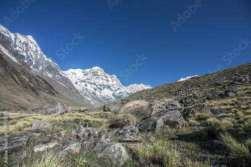 Fotobehang Grijs Himalaya Annapurna Berge Hiking Fluss