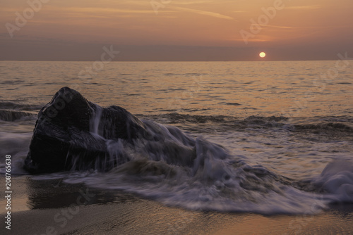 Aluminium Strand Beautiful orange sunrise at Sandy Hook, National Recreation Area of New Jersey