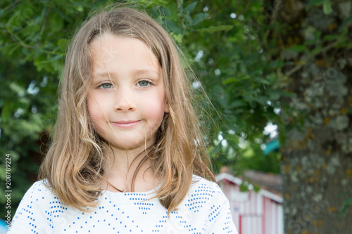 Foto Murales spring portrait of adorable little girl outdoor