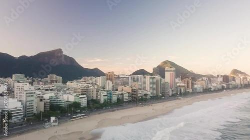 Fridge magnet Imagem aérea da praia de Ipanema e Leblon no pôr-do-sol com o Corcovado ao fundo