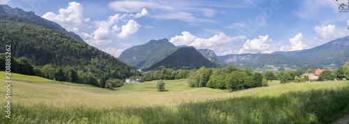 Grüne Landschaft, Hochplateau, nahe Bad Reichenhall, Breitbild  - 208885262