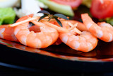 Mix salad with fresh vegetables and apetite shrimps in a black plate - 208888822