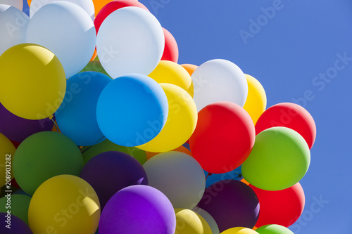 Foto Murales Background of a set of colored balloons on the sky background