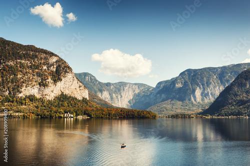 Fotobehang Herfst Hallstatter lake in Austrian Alps. Beautiful autumn landscape