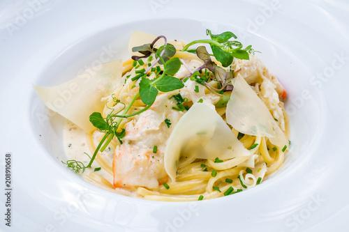 Fototapeta Linguini pasta with crab
