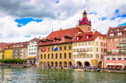 Piękny rzeczny pejzaż miejski lucerna, Szwajcaria