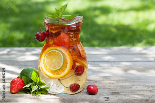 Leinwanddruck Bild Homemade lemonade or sangria