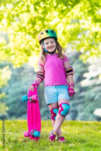 Fotobehang Skateboard Child riding skateboard in summer park
