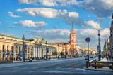Башня на Невском проспекте в Санкт-Петербурге Nevsky Prospekt and the red building of the City Duma