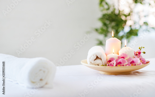 Leinwanddruck Bild composition of spa candles and   towels