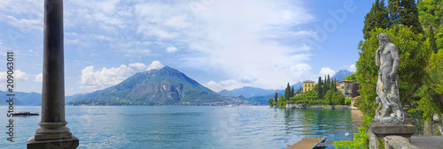 Piękna statua w parku willa Monastero na Jeziornym Como