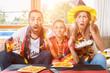 Leinwanddruck Bild - Die ganze Familie ist Fan der deutschen Fußball Nationalmannschaft aber die verliert