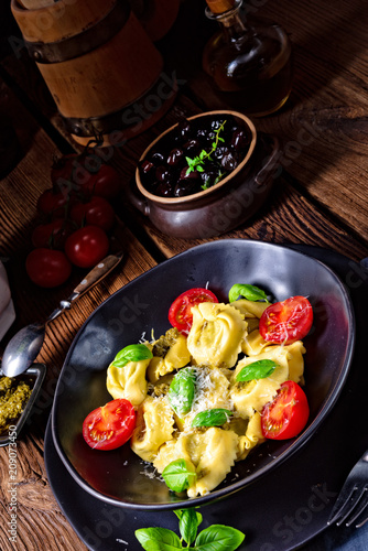 Foto Murales rustic spinach tortellini with cheese and cocktail cocktail tomatoes