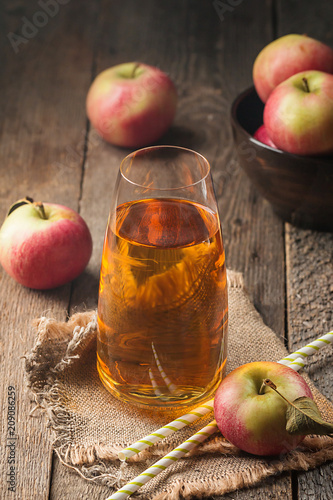 Fotobehang Sap Glass of fresh apple juice